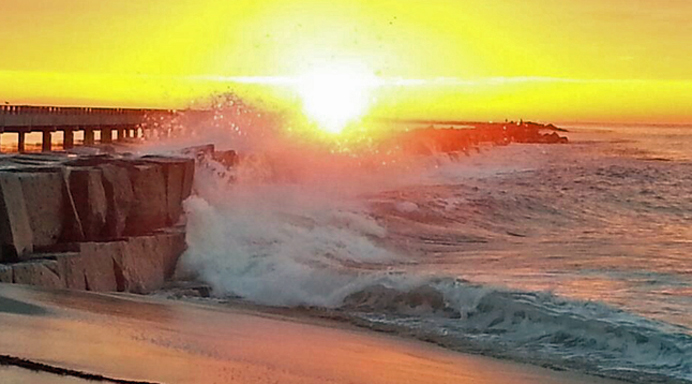 Large waves could be seen hitting the breakwater at Cabrillo Beach in San Pedro, Nov. 30, 2013. (Credit: Twitter/Waterboxer)