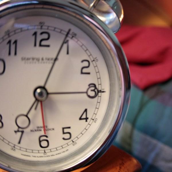 Daylight-Saving-Clock