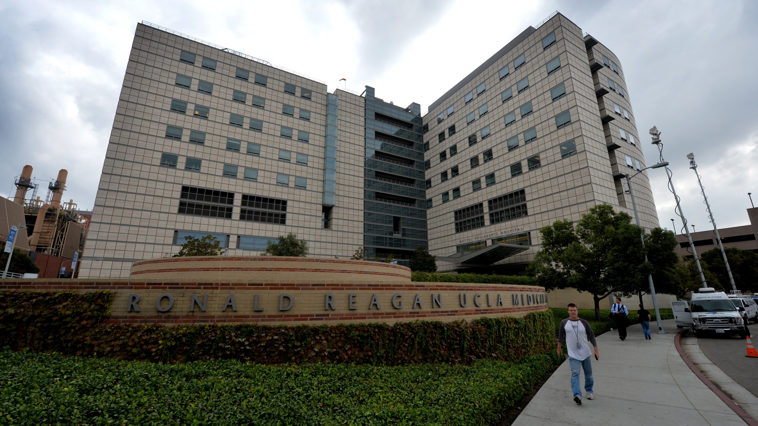 The exterior of the Ronald Reagan UCLA Medical Center is shown on Oct. 17, 2014. (Credit: Mark Ralston / AFP / Getty Images)