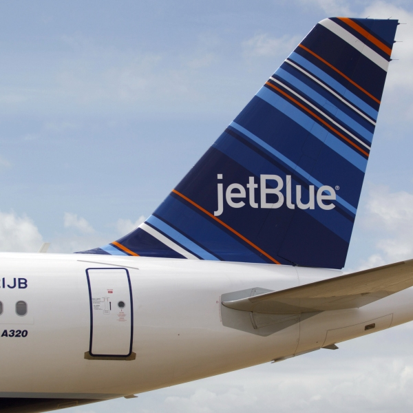 A JetBlue A320 is is seen in a file photo taken on April 8, 2013. (Credit: Matthew Hinton/AFP/Getty Images)