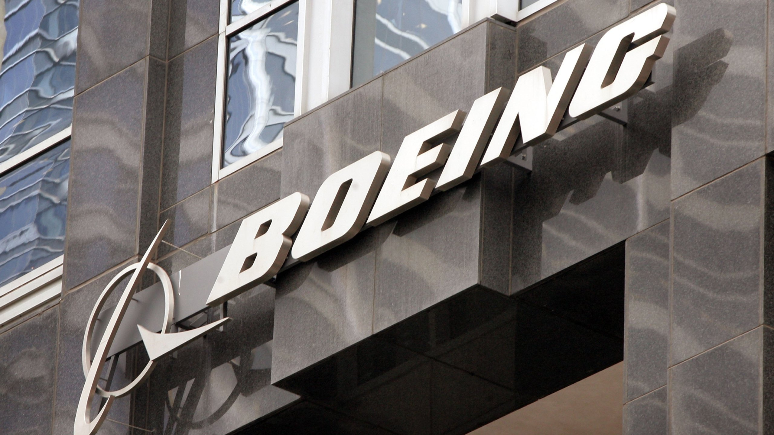 The Boeing logo hangs on the corporate world headquarters building of Boeing November 28, 2006 in Chicago, Illinois. (Scott Olson/Getty Images)