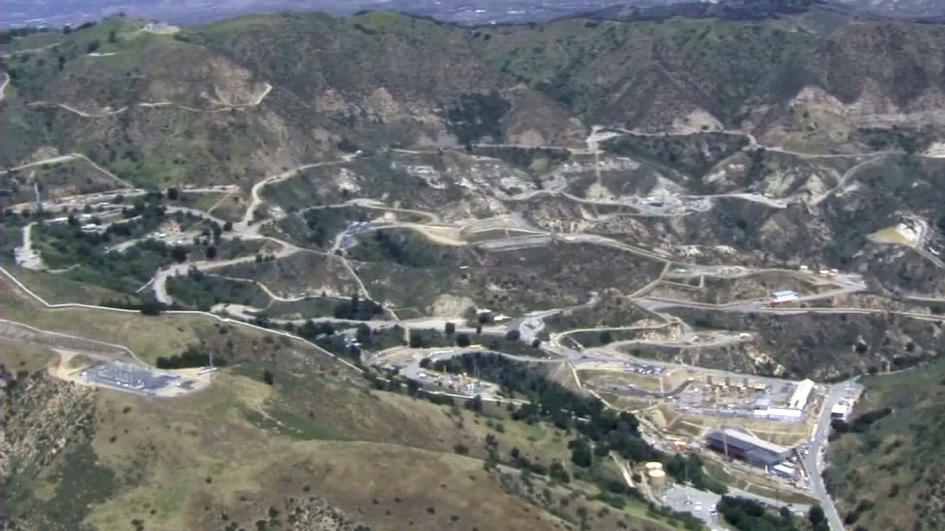 SoCal Gas' Aliso Canyon natural gas field is shown in a general view from Sky5 on April 18, 2016. (Credit: KTLA)