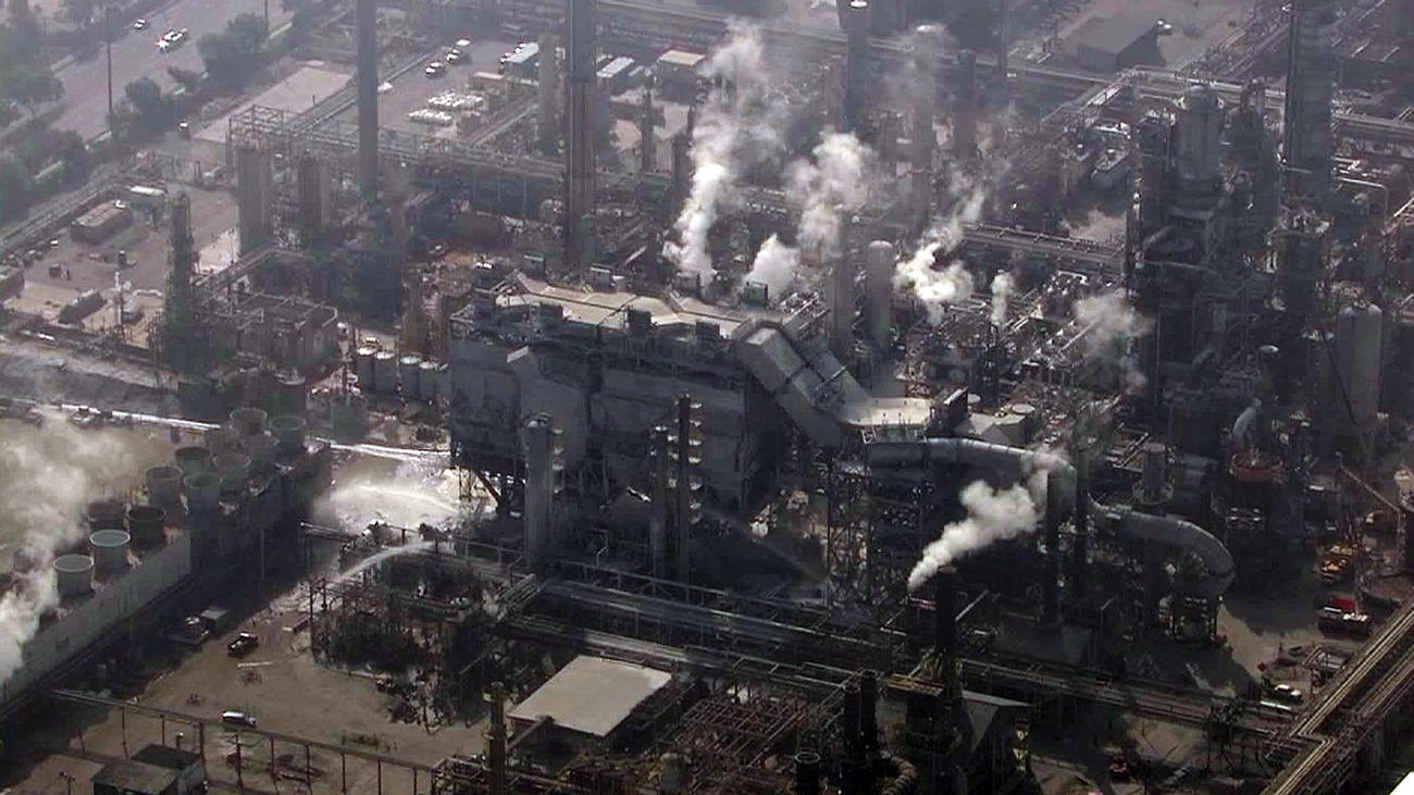 An explosion in 2015 at Exxon Mobil's refinery in Torrance prompted neighbors to call for the facility's permanent closure. (Credit: KTLA)