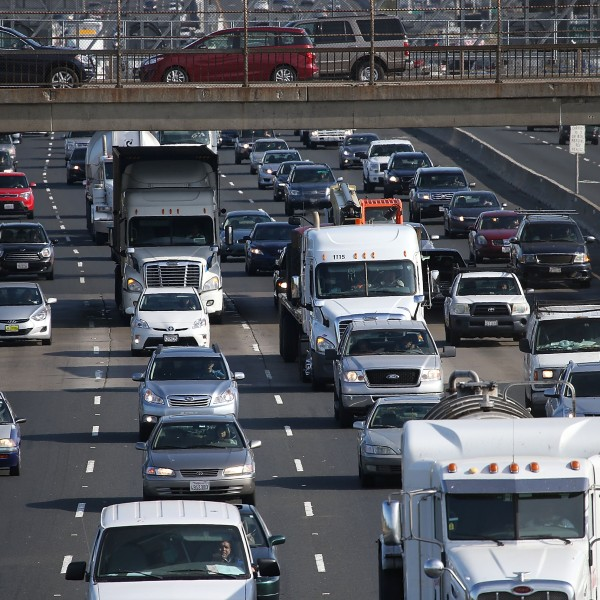 Traffic makes its way along Interstate 80 on July 1, 2015, in Berkeley, California. (Credit: Justin Sullivan/Getty Images)