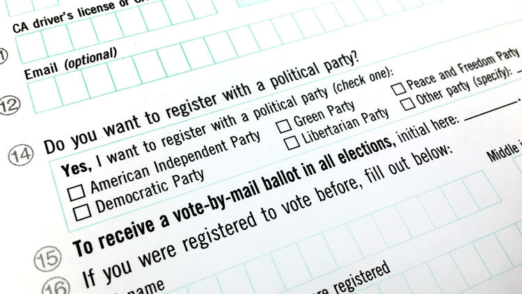 A California voter registration form. (Credit: Los Angeles Times)