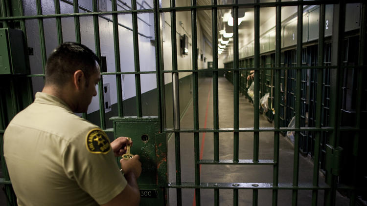 A Los Angeles County sheriff's deputy prepares to unlock a security door to a cell block at L.A. County Men's Central Jail in 2011. (Credit: Los Angeles Times)