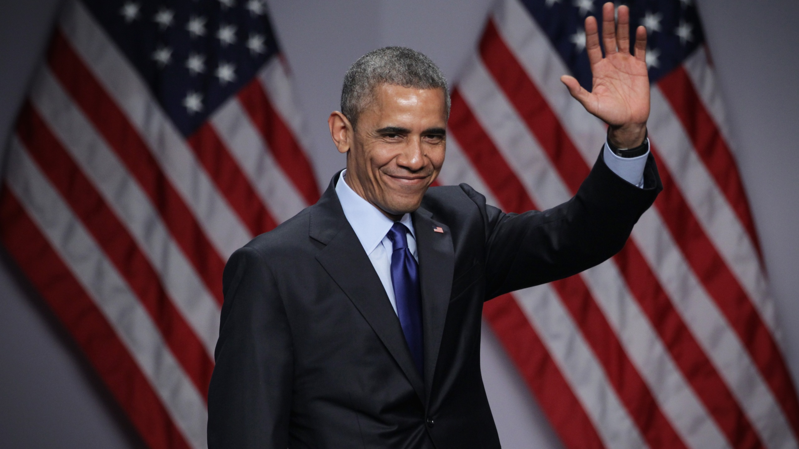President Barack Obama waves after he spoke during the SelectUSA Investment Summit March 23, 2015 in National Harbor, Maryland. (Credit: Alex Wong/Getty Images)