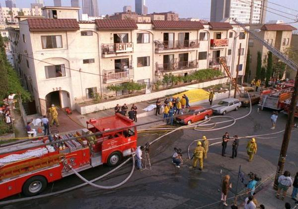 The scene of the 1993 Westlake district apartment fire that left 10 dead. (Credit: Al Seib / Los Angeles Times)