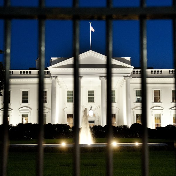 The White House is seen at dusk on Sept. 30, 2013. (Credit: Saul Loeb / AFP / Getty Images)