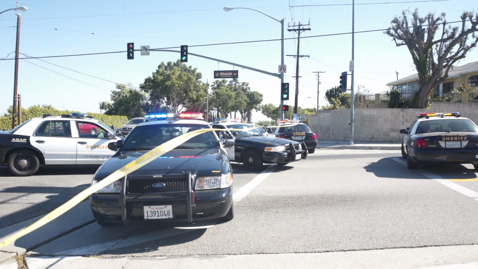 Officers respond to the scene of a shooting rampage in the Whittier and La Mirada areas left one dead and multiple people injured on April 29, 2017. (Credit: Aaron Benitez)