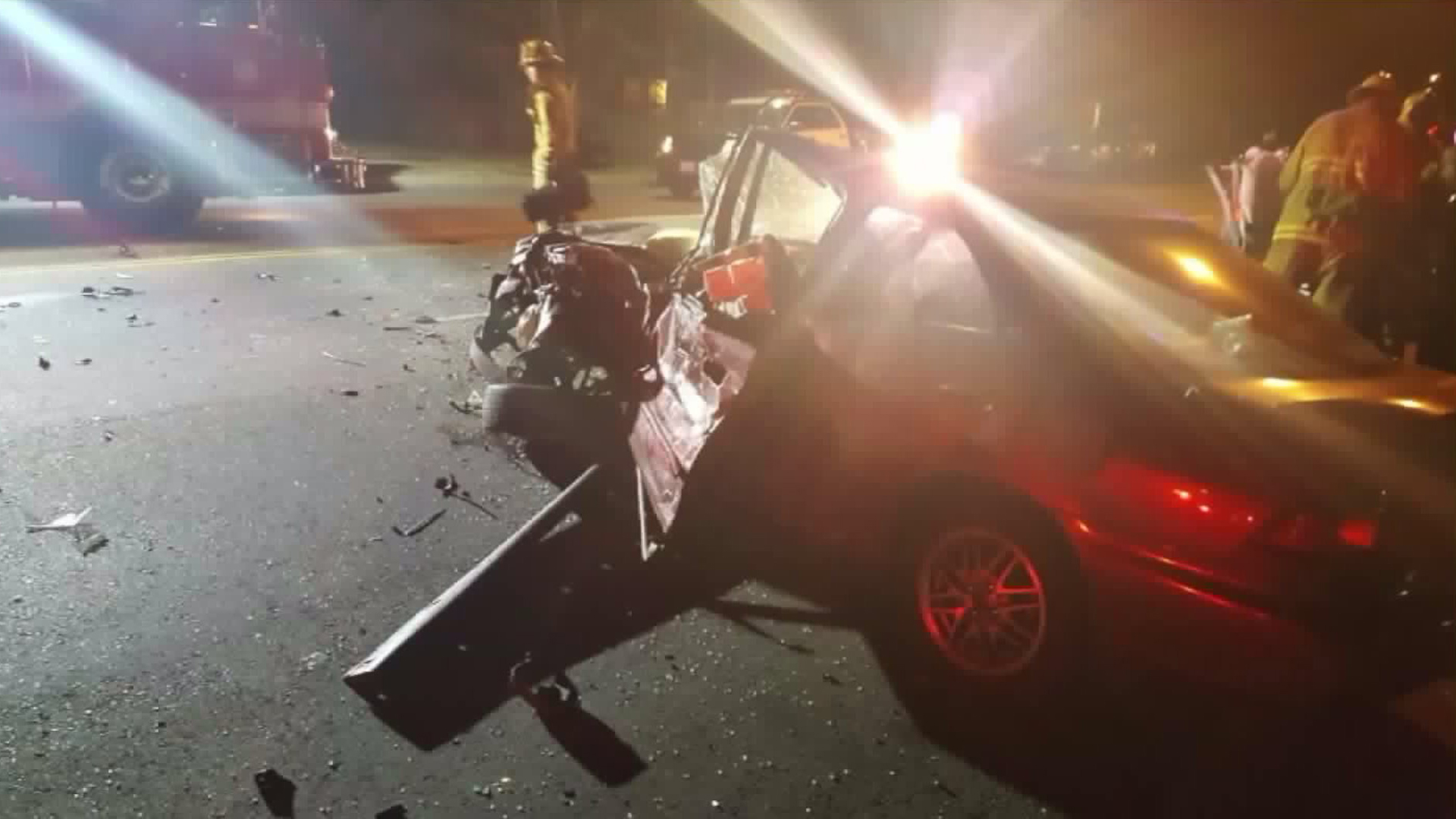 Authorities respond to a head-on crash in Valley Glen on May 26, 2017. (Courtesy: Simon Sarkissian)