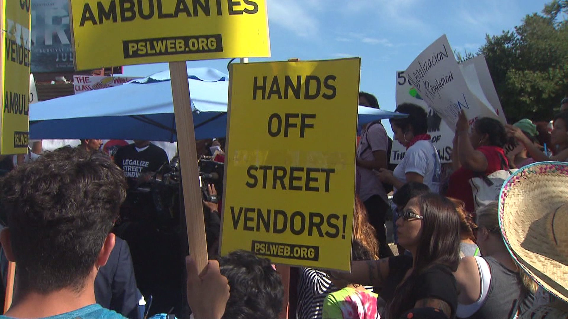 A rally for Los Angeles street vendors was held in Hollywood on July 27, 2017. (Credit: KTLA)