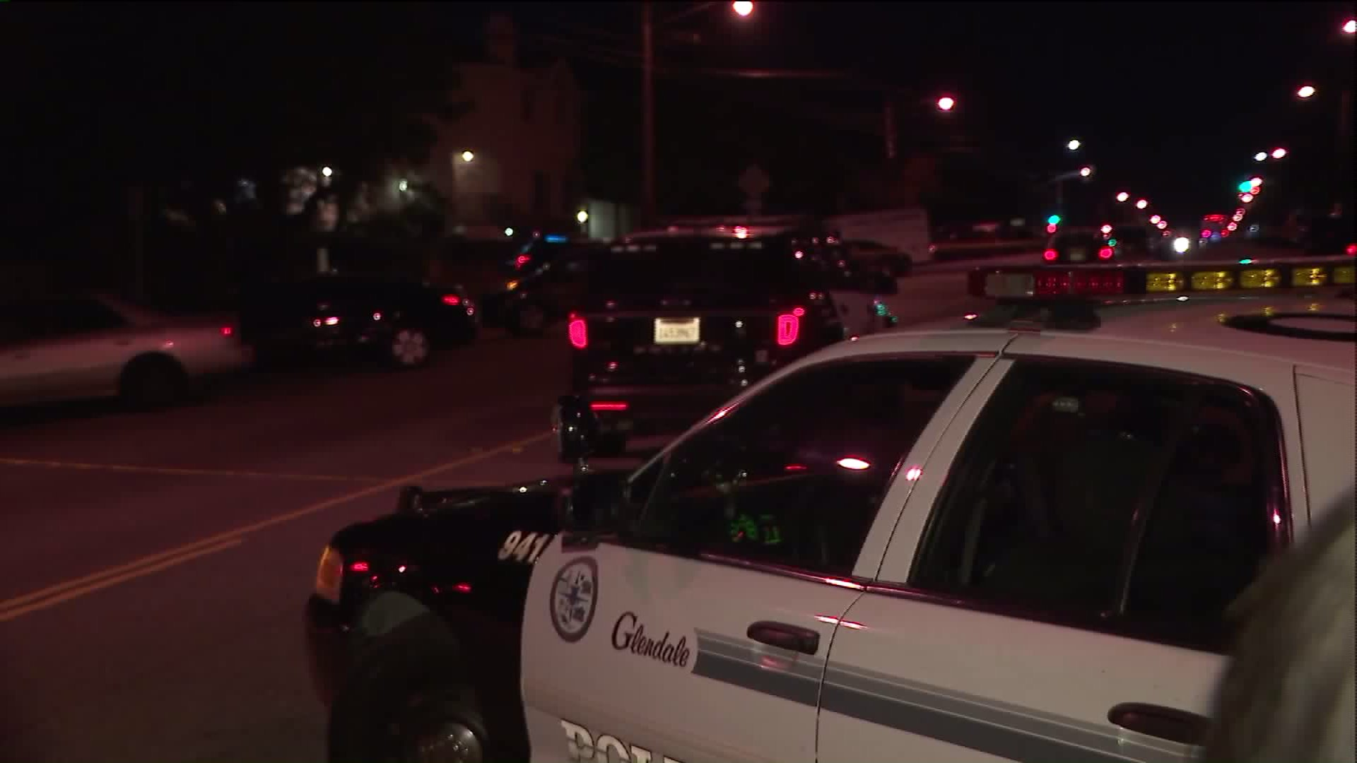 Police respond to the scene of a shooting in Glendale on Aug. 8, 2017. (Credit: KTLA)