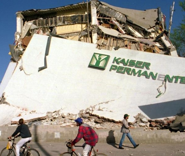 """A quake as strong as magnitude 8.2 is possible on the southern San Andreas fault and would """"cause damage in every city"""" in Southern California, said seismologist Lucy Jones. In this photo, the remains of a collapsed Kaiser building is seen following the 1994 Northridge earthquake. (Credit: Jonathan Alcorn / For the Times)"""