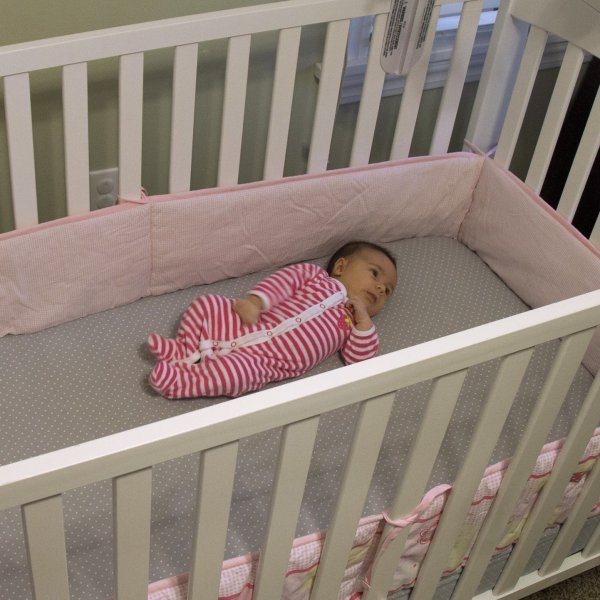The American Academy of Pediatrics Safe to Sleep Campaign suggests that no soft bedding -- including bumpers -- be used in cribs. (Credit: Sara Dickherber/Washington University)