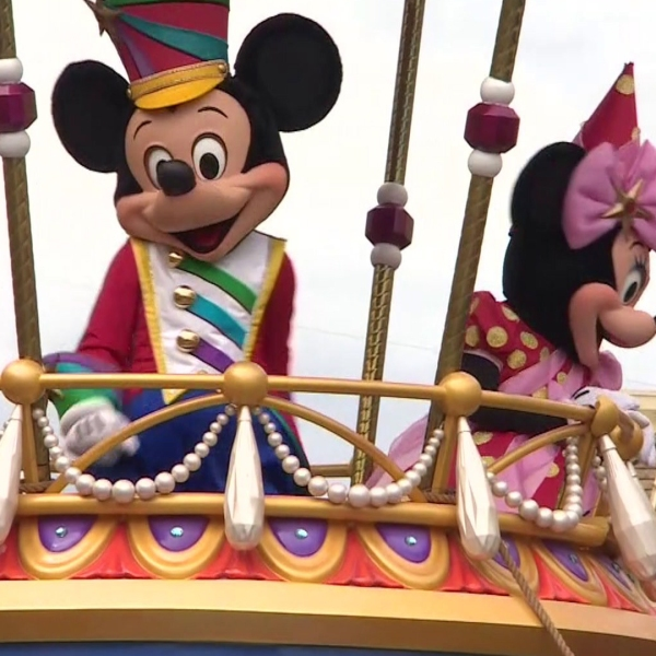 Mickey and Minnie Mouse are seen in a parade at Disney World. (Credit: KTLA)