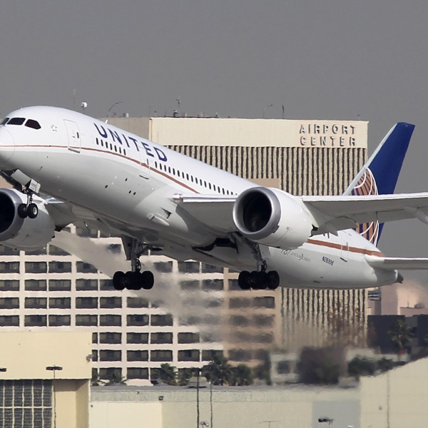 A Boeing 787 Dreamliner operated by United Airlines takes off at Los Angeles International Airport (LAX) on January 9, 2013 in Los Angeles, California. (Credit: David McNew/Getty Images)