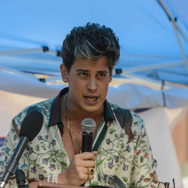Milo Yiannopoulos speaks at an Alt Right protest of Muslim activist Linda Sarsour on April 25, 2017, in New York City. (Credit: Stephanie Keith / Getty Images)