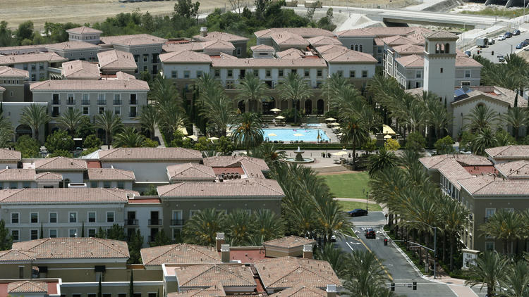 Irvine Co. apartment complexes in the Irvine Spectrum area. (Credit: Don Bartletti / Los Angeles Times)