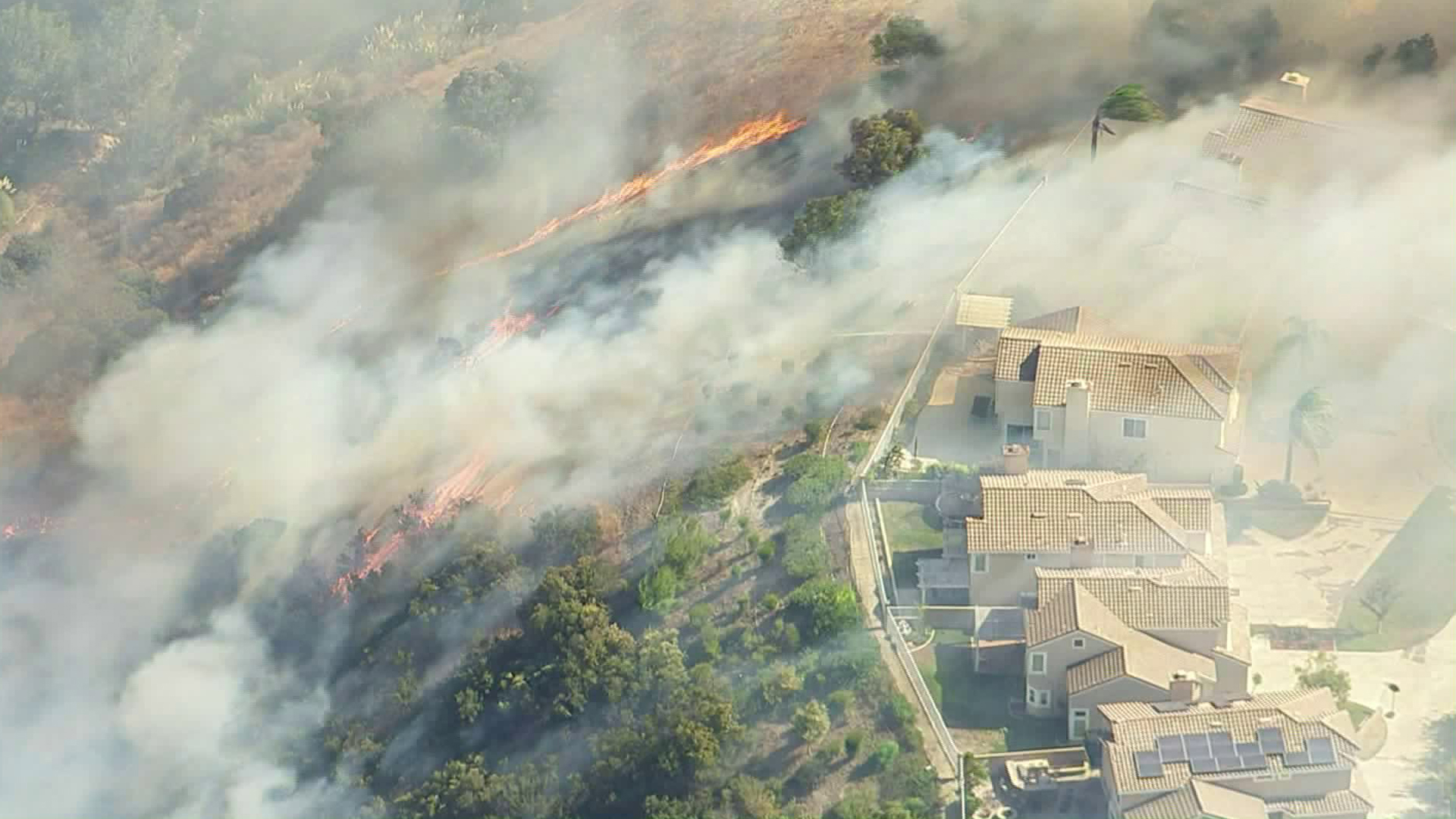 The Canyon Fire 2 burns toward homes in Anaheim on Oct. 9, 2017. (Credit: KTLA)