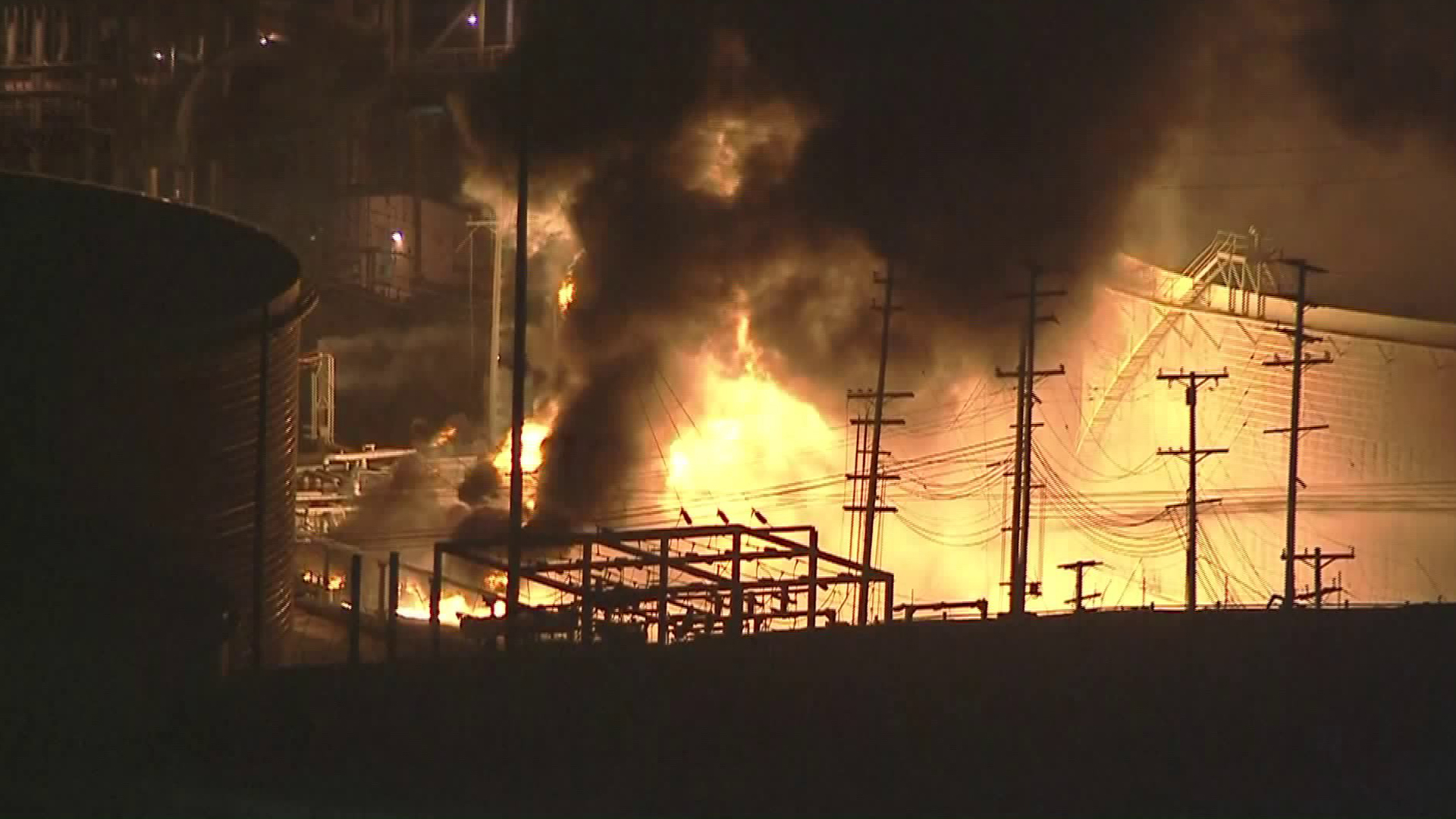 A fire was burning at the Chevron refinery in El Segundo on Oct. 17, 2017. (Credit: KTLA)