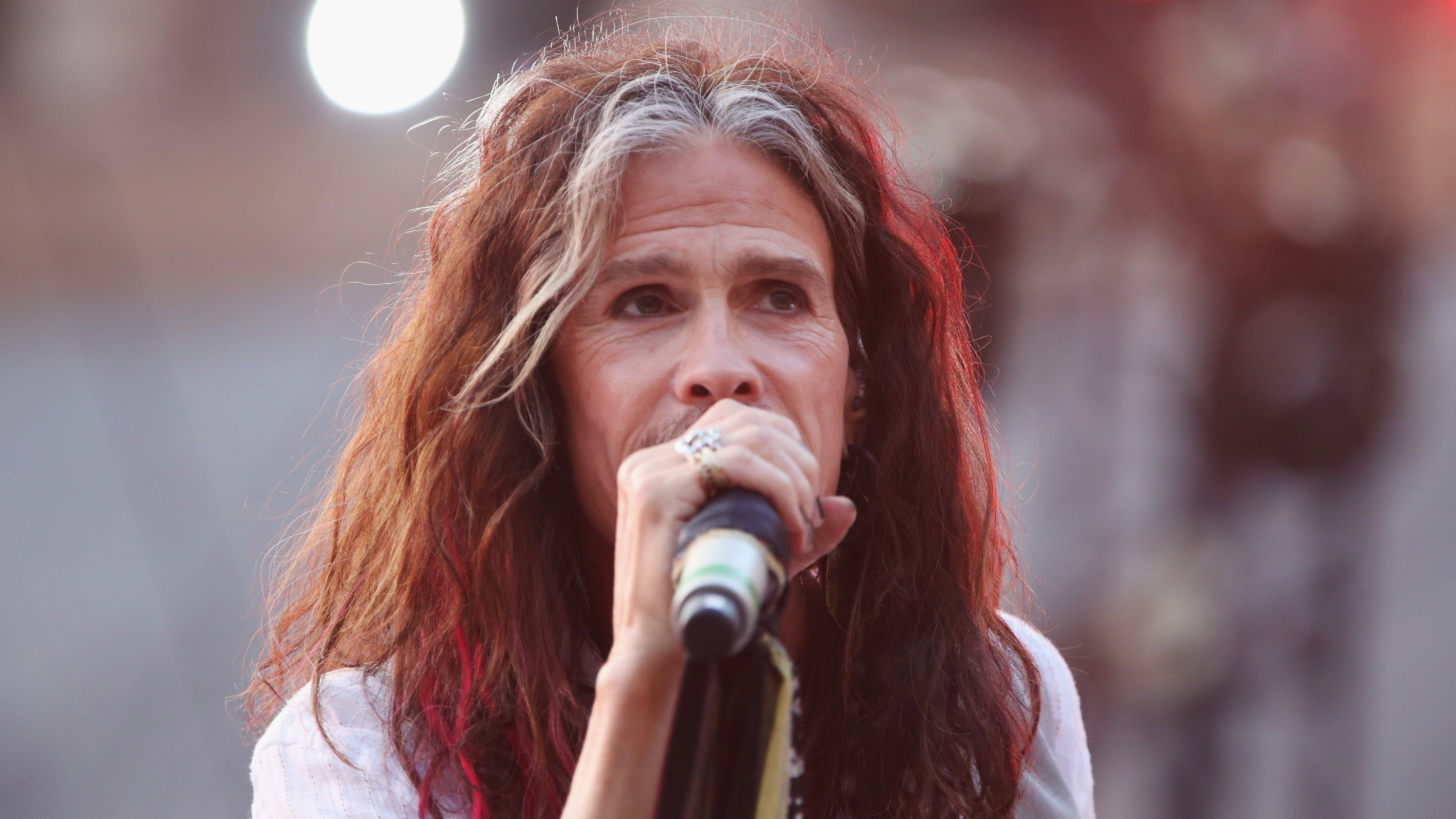 Steven Tyler performs at the Andrea Bocelli show as part of the 2017 Celebrity Fight Night in Italy Benefiting The Andrea Bocelli Foundation and the Muhammad Ali Parkinson Center on September 8, 2017 in Rome. (Credit: Leibson/Getty Images for Celebrity Fight Night)