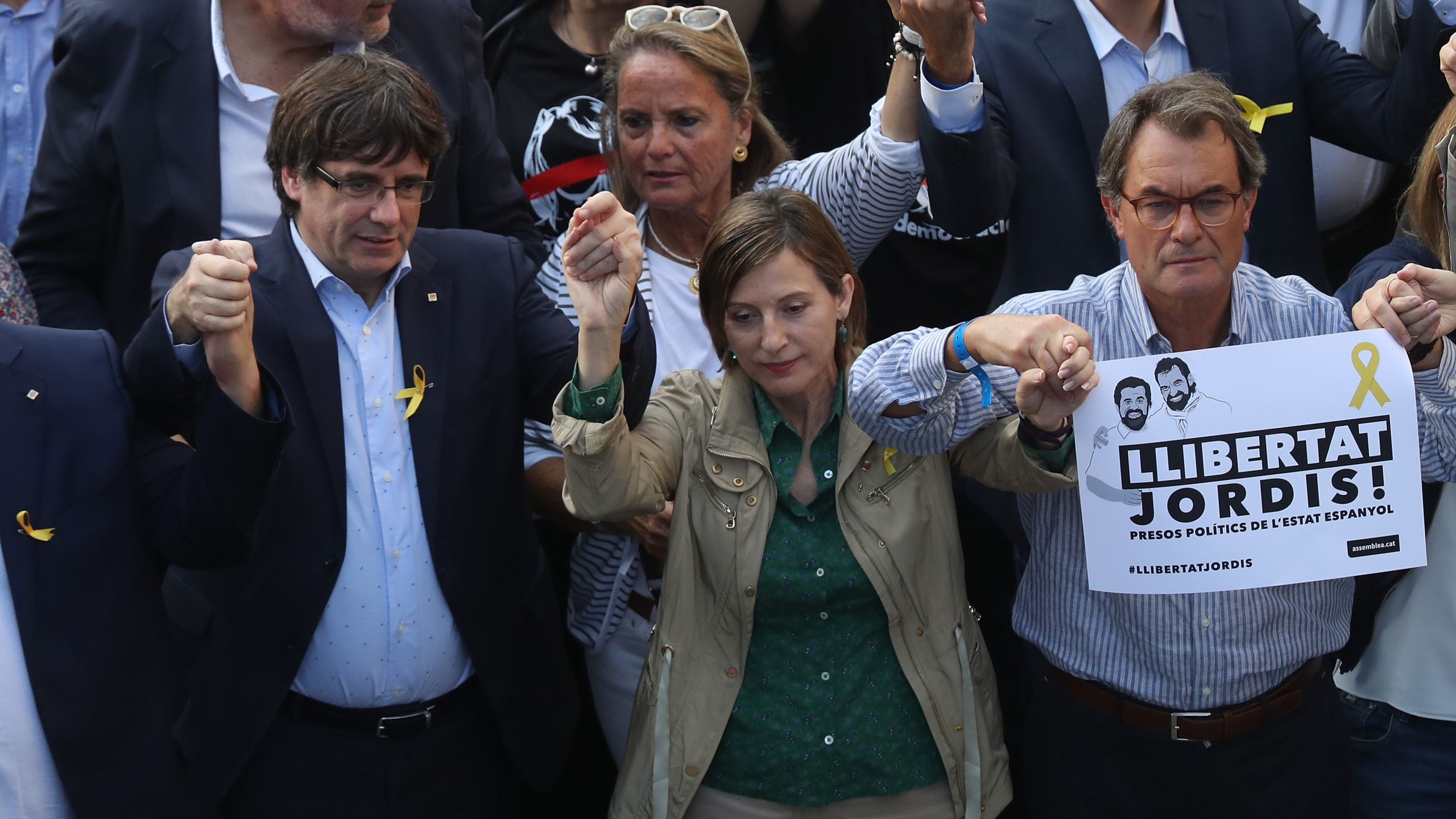 Catalan regional President Carles Puigdemont (left) and Catalan Parliament President Carme Forcadell (center) attend a Catalan independence rally to demand the release of imprisoned Catalan leaders Jordi Sanchez and Jordi Cuixart on October 21, 2017 in Barcelona, Spain. (Credit: Sean Gallup/Getty Images)