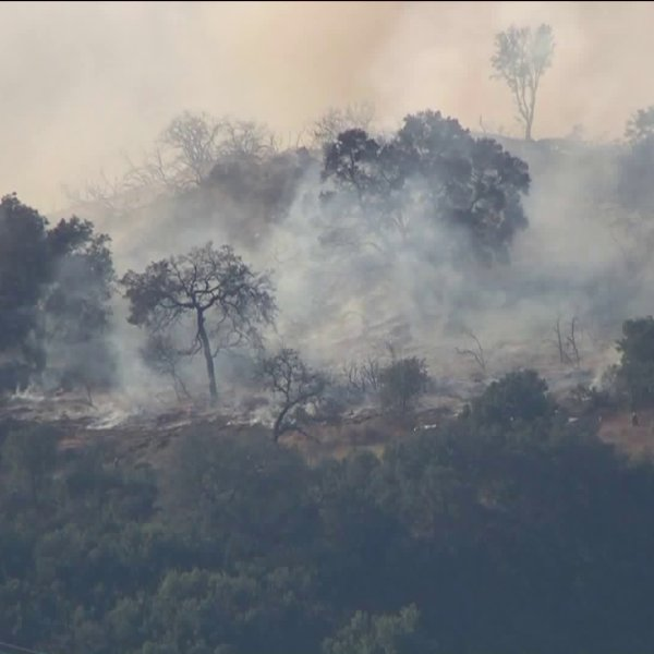 A brush fire is shown in Ojai on October 24, 2017. (Credit: KTLA)