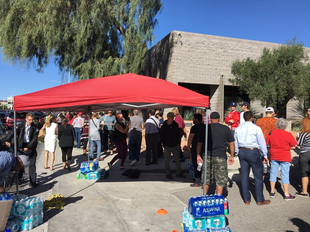 Las Vegas residents flooding to donate blood on Oct. 2, 2017, in the wake of the attack at an outdoor concert. (Credit: Hector Salas via CNN)