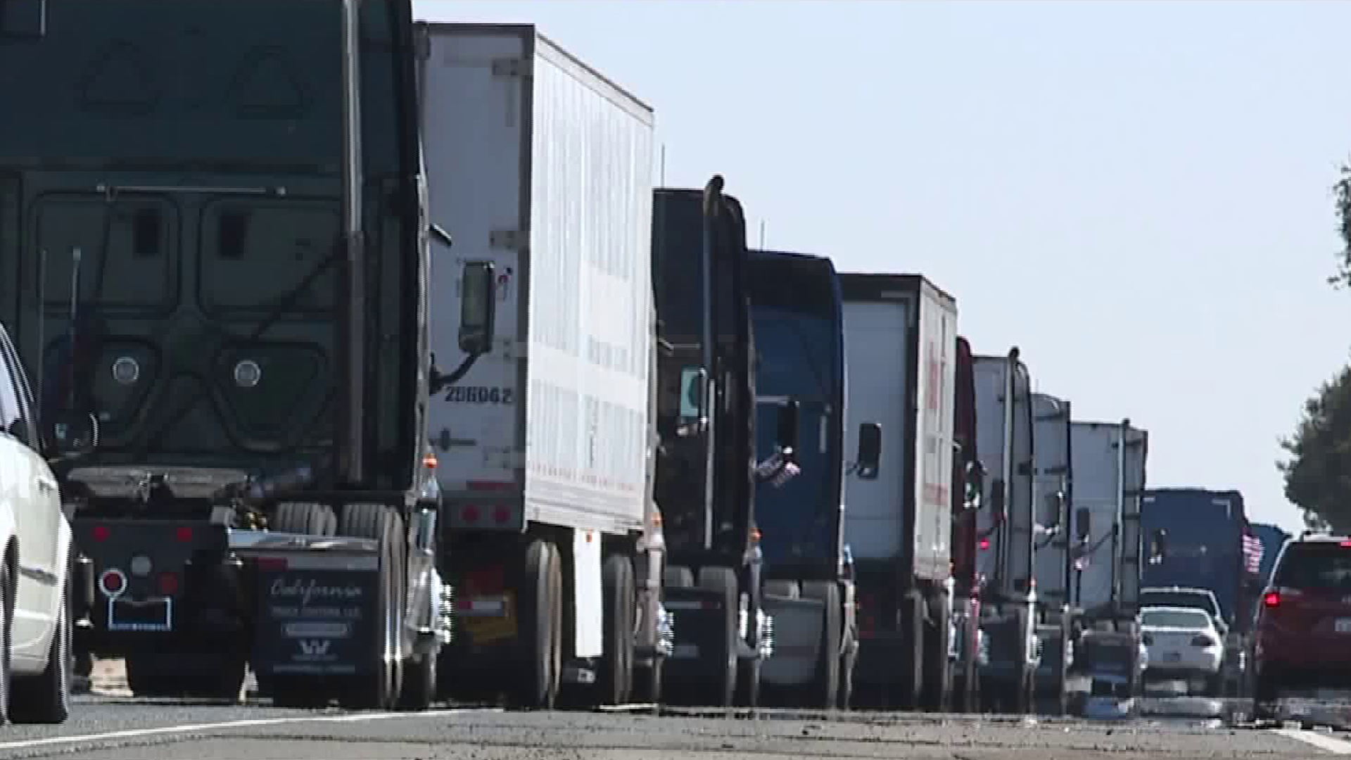 Big rigs snarl traffic in the Sacramento area on Oct. 6, 2017. (Credit: KTXL)