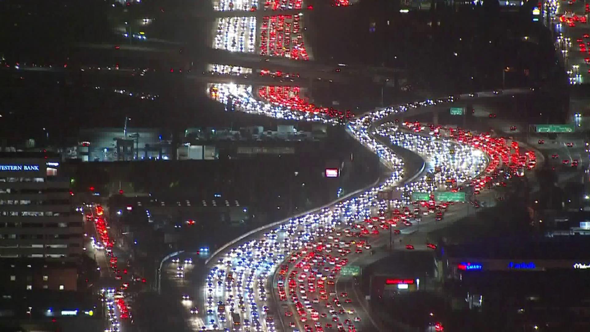 Traffic is gridlocked on the 405 Freeway at the 10 Freeway on L.A.'s Westside on Nov. 21, 2017. (Credit: KTLA)