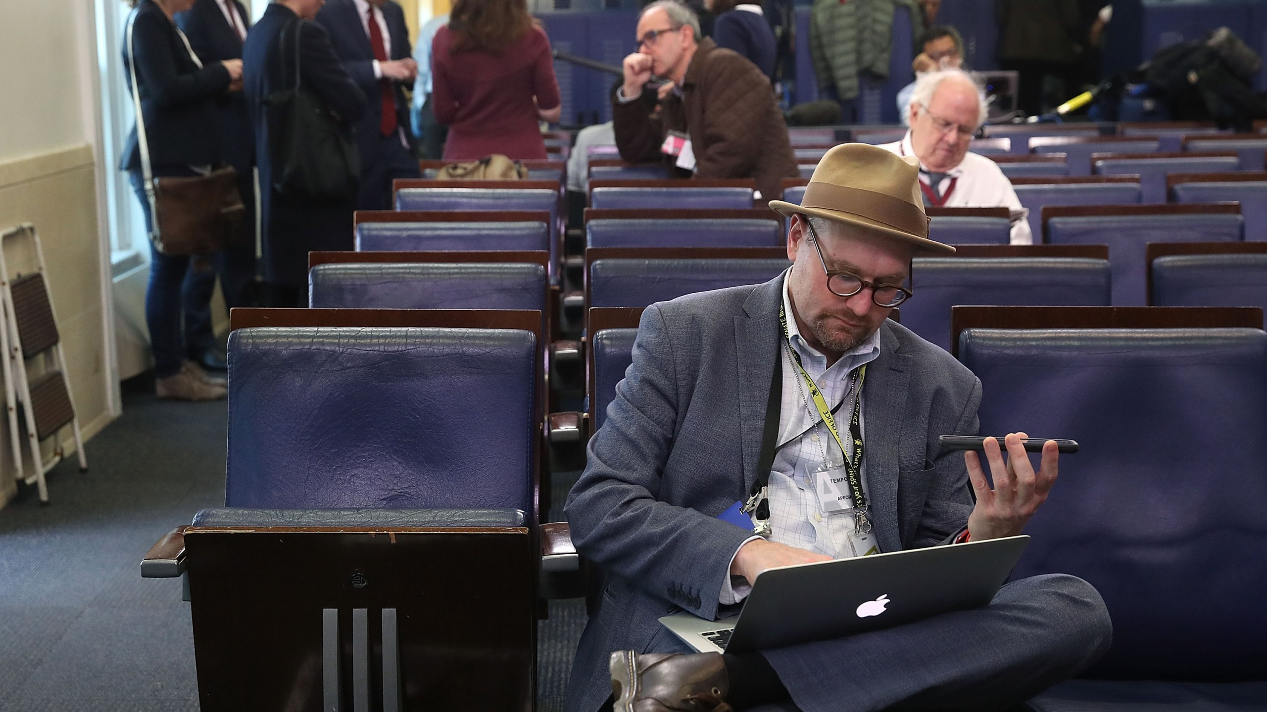 New York Times reporter Glenn Thrush works in the Brady Briefing Room after being excluded from a press gaggle by White House Press Secretary Sean Spicer, on February 24, 2017 in Washington, DC. (Credit: Mark Wilson/Getty Images)