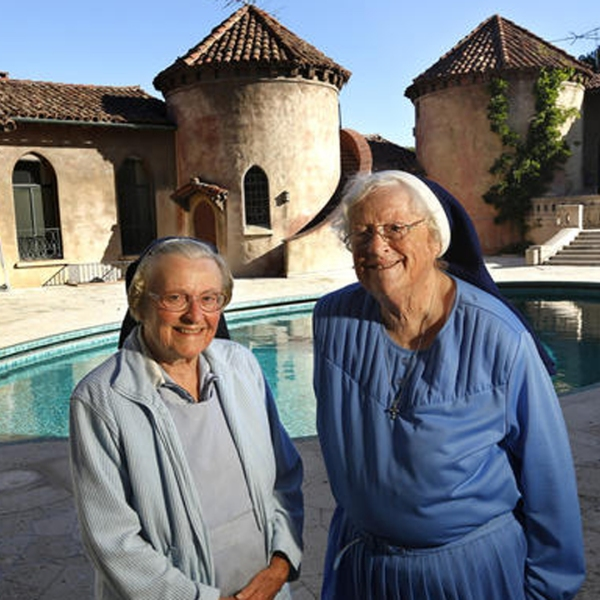 Sister Catherine Rose Holzman, left, and Sister Rita Callanan at the Sisters of the Immaculate Heart of Mary retreat in Los Feliz in 2015. A judge ruled in March that the Archdiocese of Los Angeles, not the nuns, had the authority to sell the retreat. (Mel Melcon / Los Angeles Times)