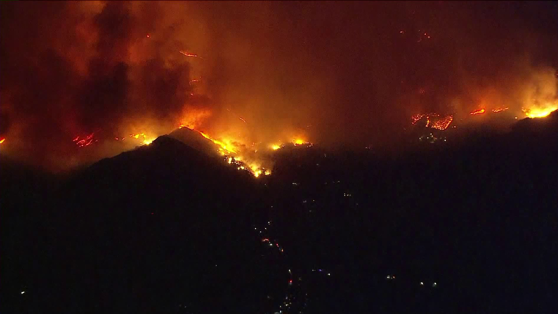 A fast-moving brush fire was burning in the Santa Paula area on Dec. 4, 2017. (Credit: KTLA)
