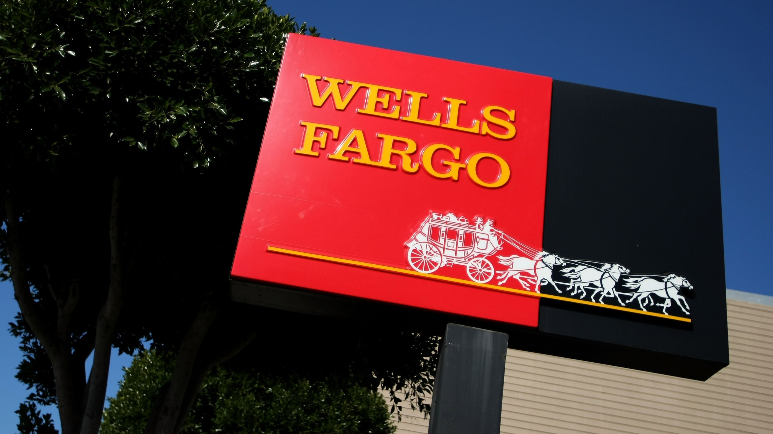 A sign is displayed outside of a Wells Fargo bank on April 16, 2008 in San Francisco. (Credit: Justin Sullivan/Getty Images)