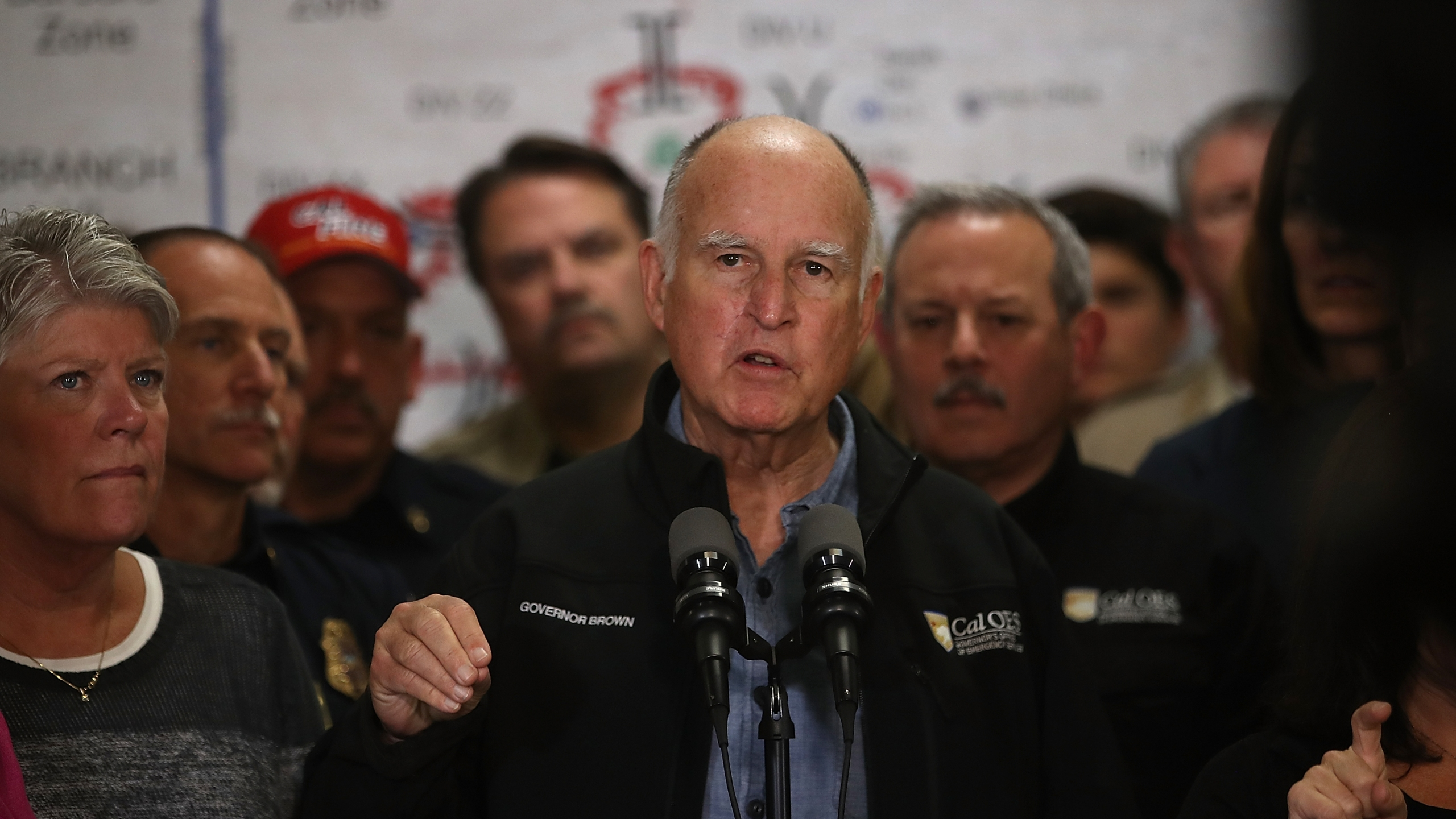California Gov. Jerry Brown gives a briefing on the Thomas Fire and other Southern California wildfires during a news conference at the Ventura County Fairgrounds on Dec. 9, 2017. (Credit: Justin Sullivan / Getty Images)