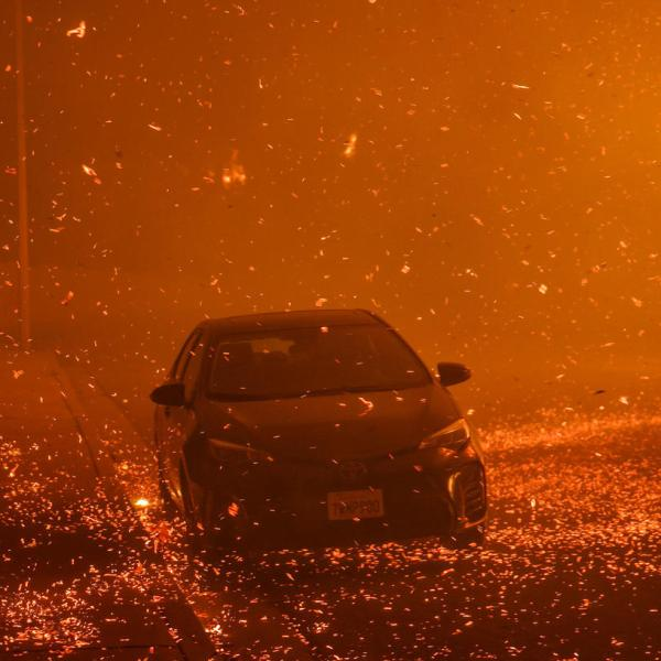 Strong Santa Ana winds sent embers all over residential neighborhoods north of Ventura on Dec. 5. (Credit: Marcus Yam / Los Angeles Times)