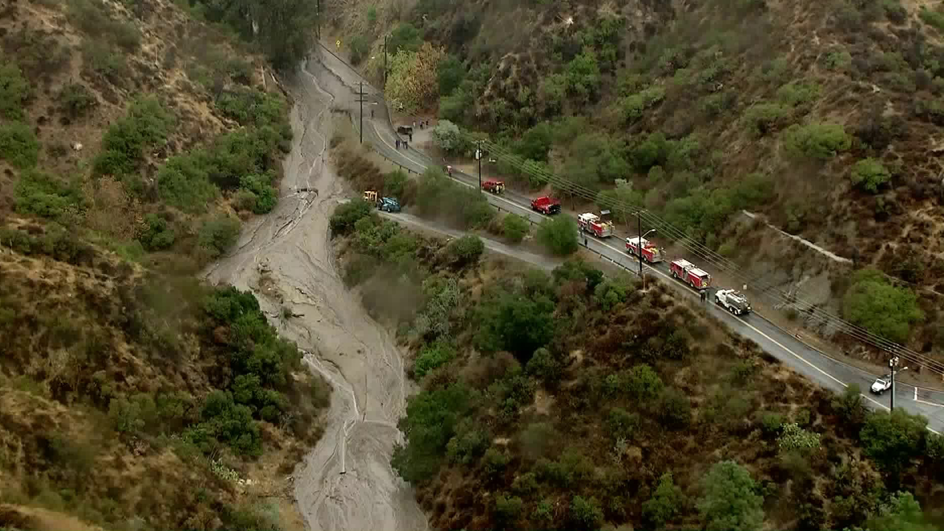 Mud flows block Country Club Lane in Burbank on Jan. 9, 2018. (Credit: KTLA)
