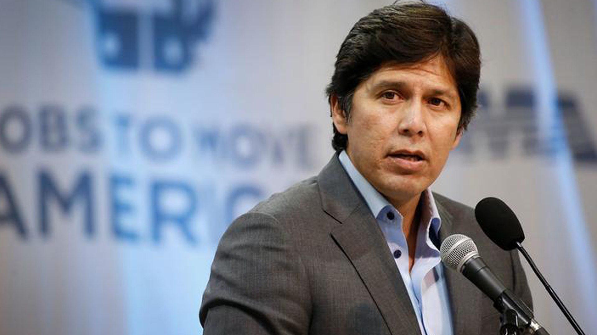 """""""Last week, California beat President Trump in a federal court battle over the future of the DACA program, and the Dreamers who continue to live here under its protection,"""" De León said in a statement. """"Now, he is lashing out."""" (Credit: Al Seib / Los Angeles Times)"""