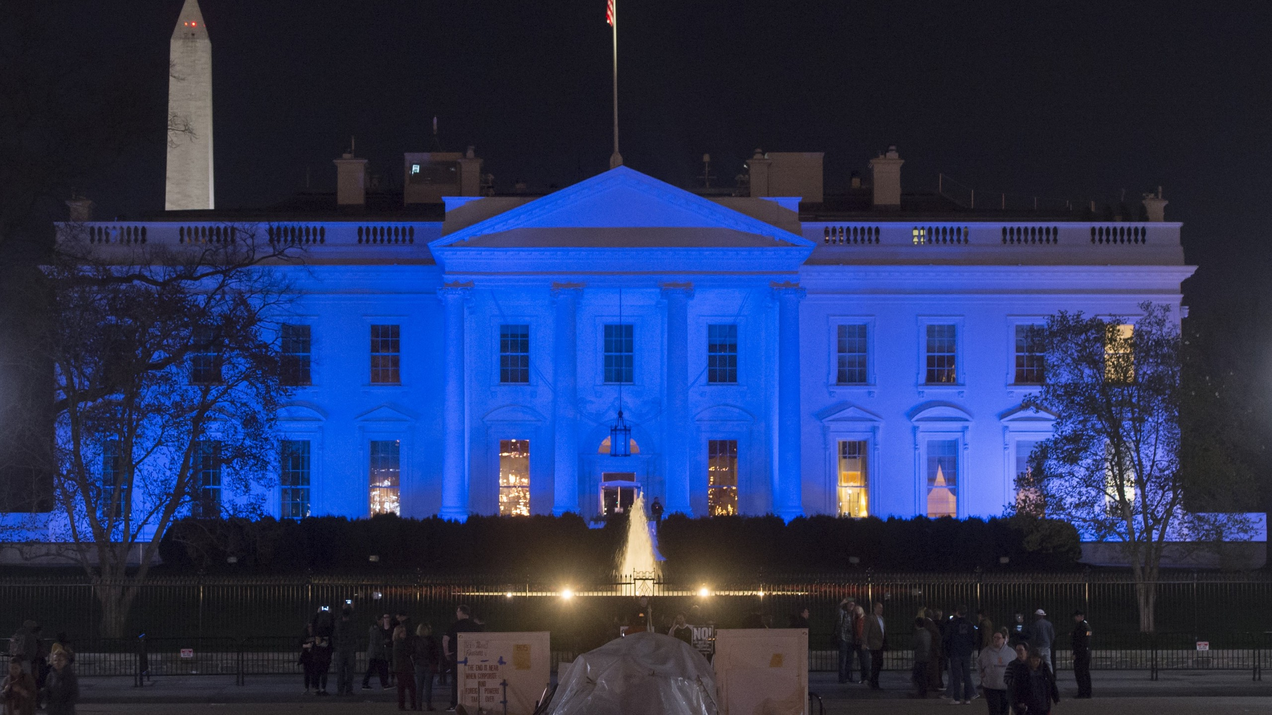 The White House is lit in blue in honor of World Autism Awareness Day in Washington, April 2, 2017. (Credit: SAUL LOEB/AFP/Getty Images)
