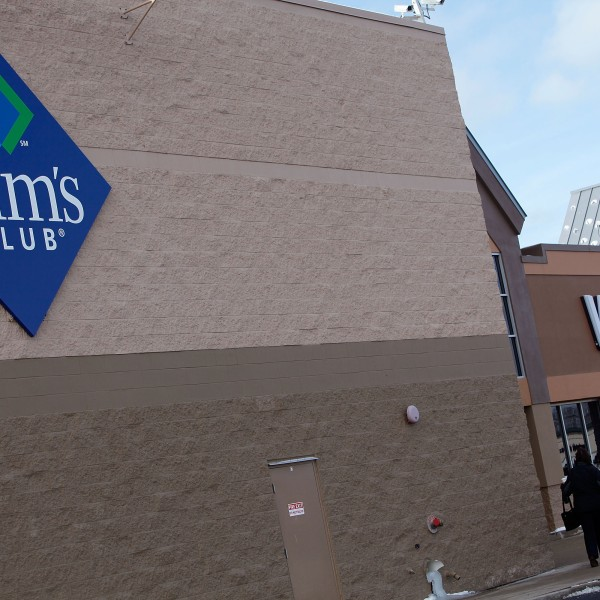 A Sam's Club store sits next to a Walmart store in Rolling Meadows, Illinois on Jan. 12, 2010.(Credit: Scott Olson/Getty Images)