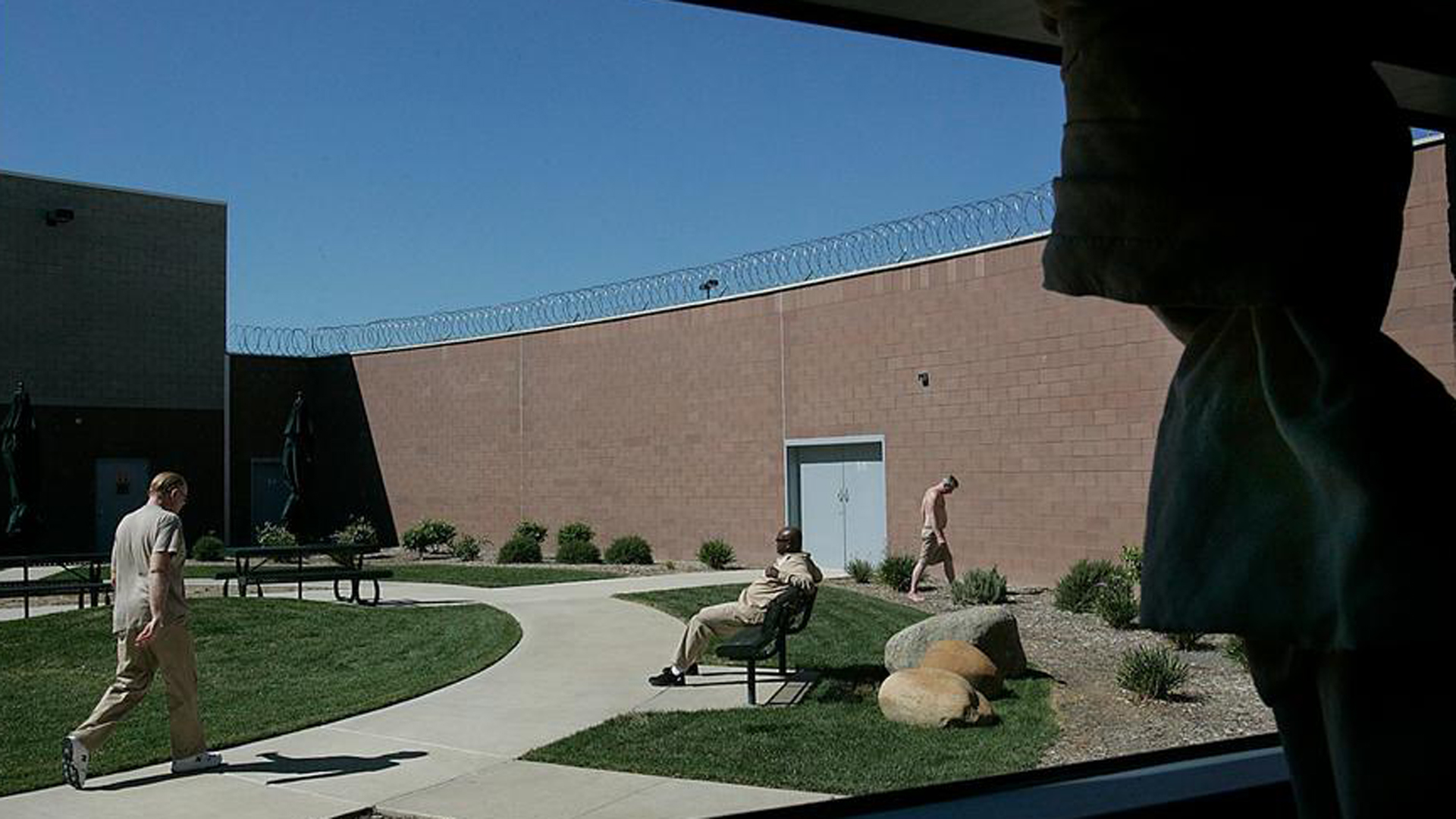 In this file photo, patients can be seen using one of the outdoor courtyards during a lunch break at Coalinga State Hospital. (Credit: Robert Gauthier / Los Angeles Times)