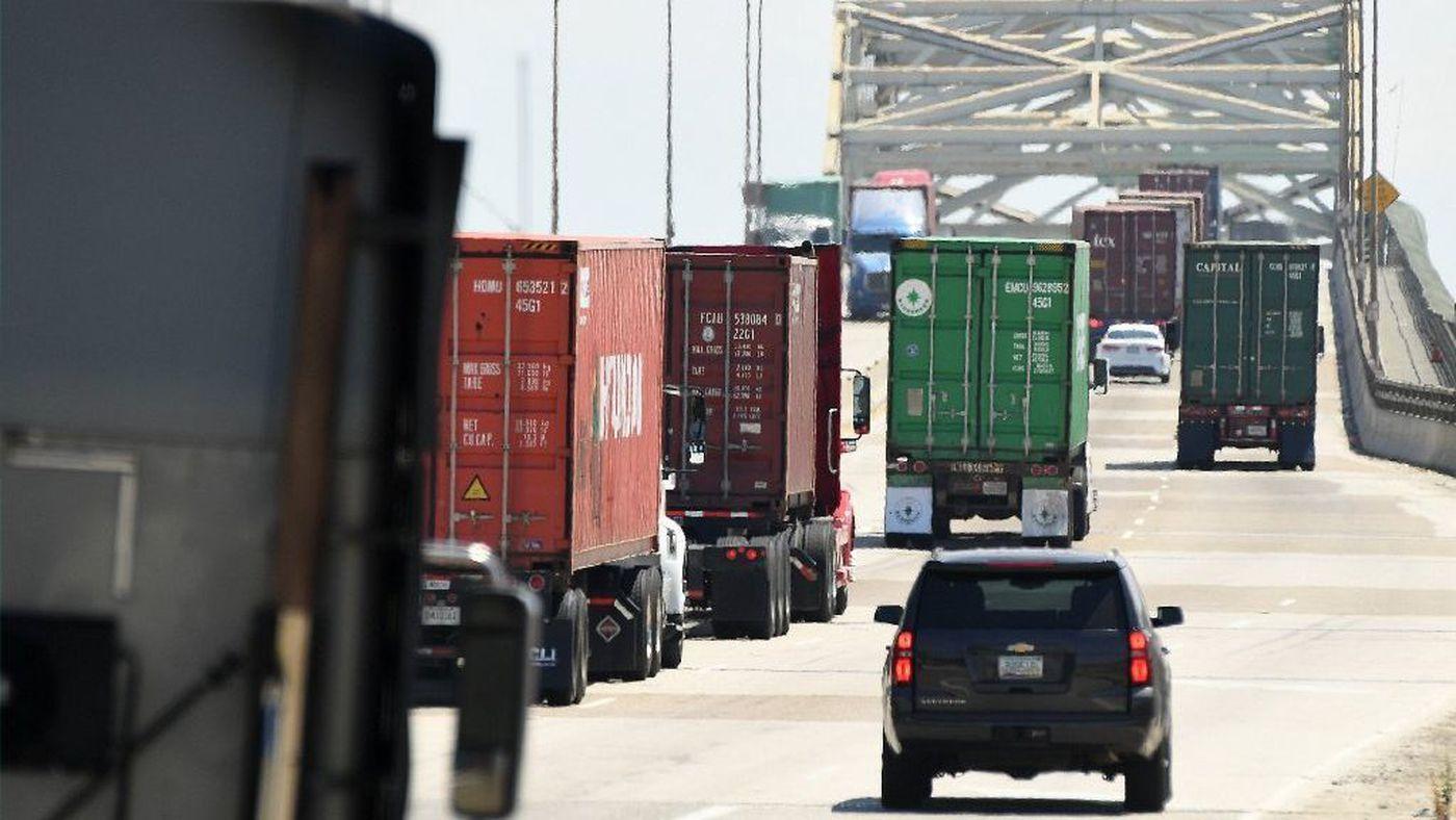Trucks cross the Gerald Desmond Bridge at the Port of Los Angeles on July 19, 2017. (Credit: Wally Skalij/Los Angeles Times)