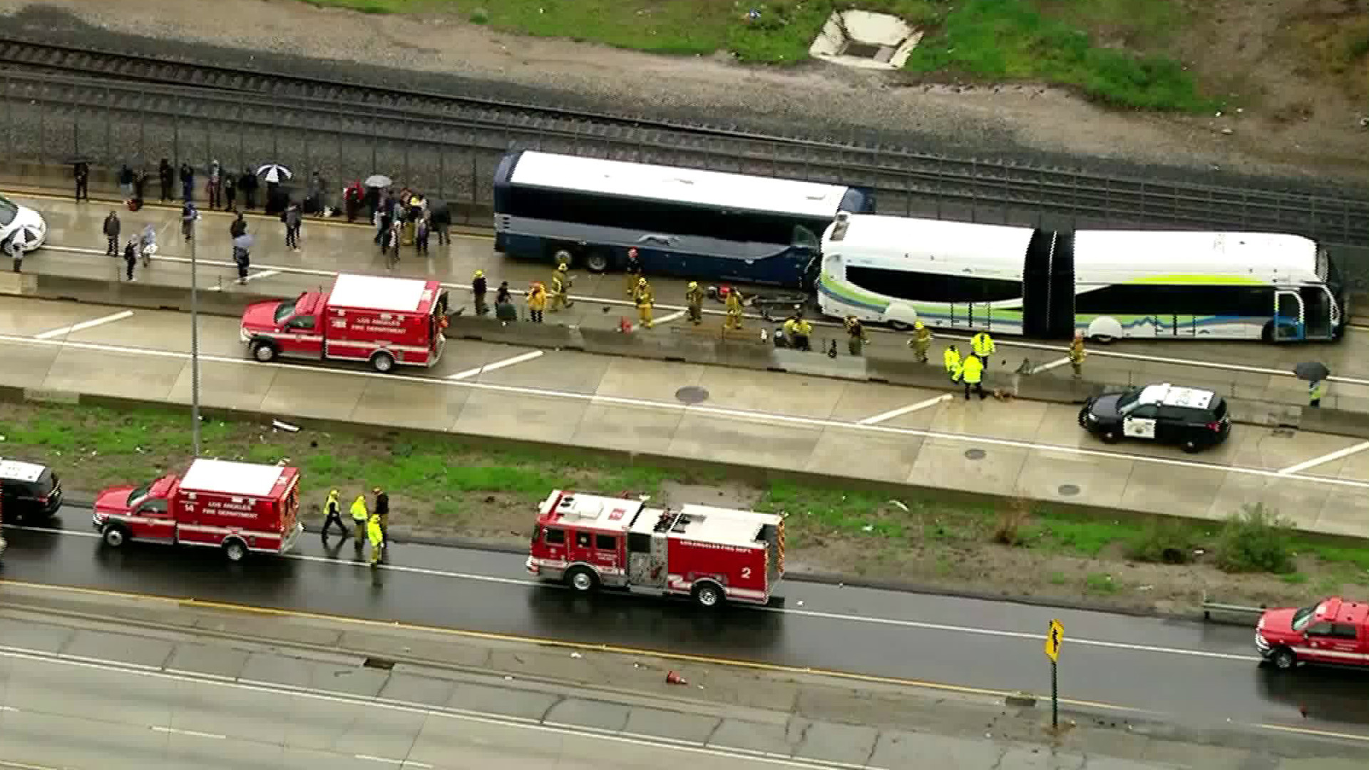 Two buses collided on the 10 Freeway on March 22, 2018. (Credit: KTLA)