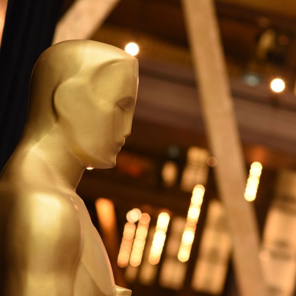 An Oscar statue is unveiled on the eve of the 90th Academy Awards Ceremony on March 3, 2018 in Hollywood. (Credit: ROBYN BECK/AFP/Getty Images)