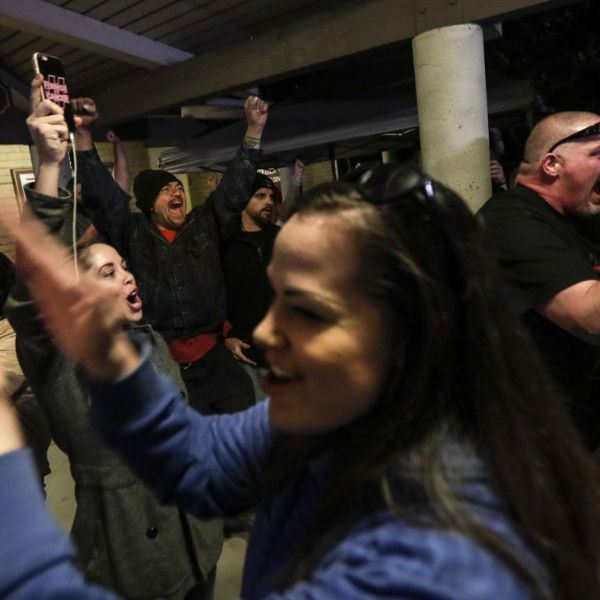 Spectators cheer as the Los Alamitos City Council votes to oppose California's sanctuary state law on March 19, 2018. (Credit: Robert Gauthier / Los Angeles Times)