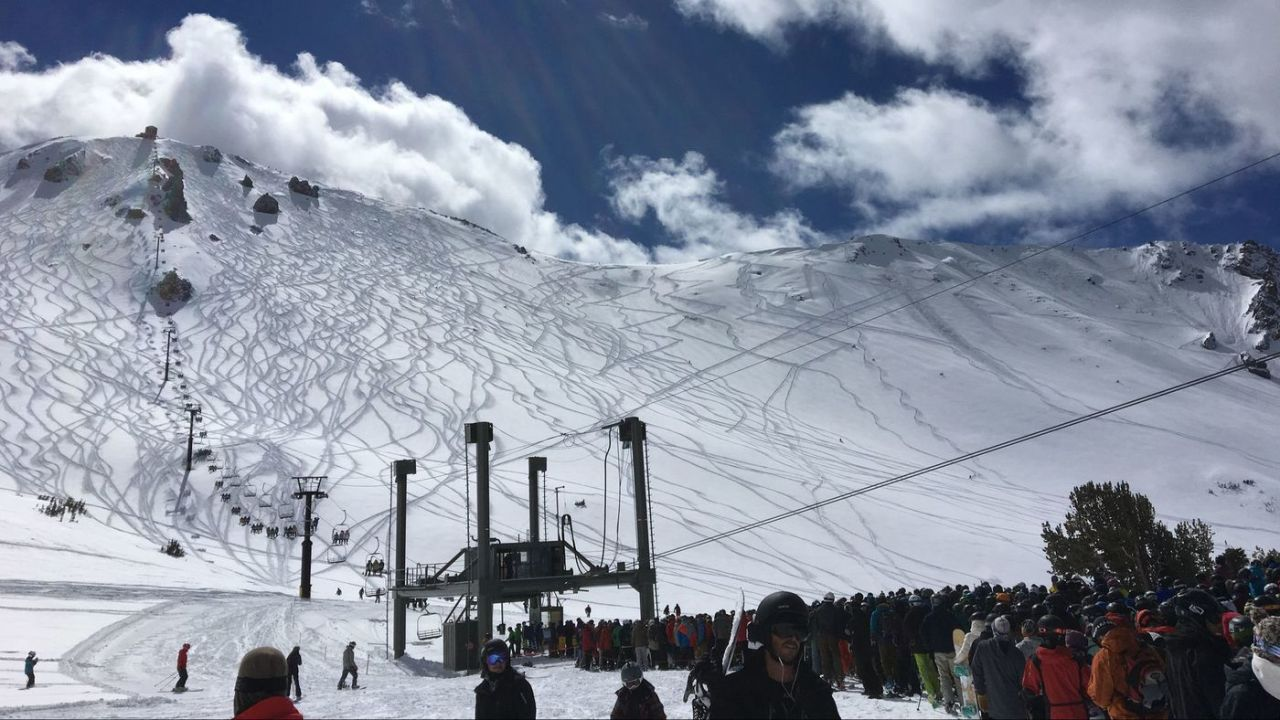 A Day After Mammoth Avalanche, Crowds Return to Popular Ski Resort