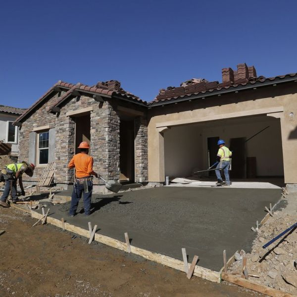 A file photo shows construction workers on the job. (Credit: (Allen J. Schaben / Los Angeles Times)