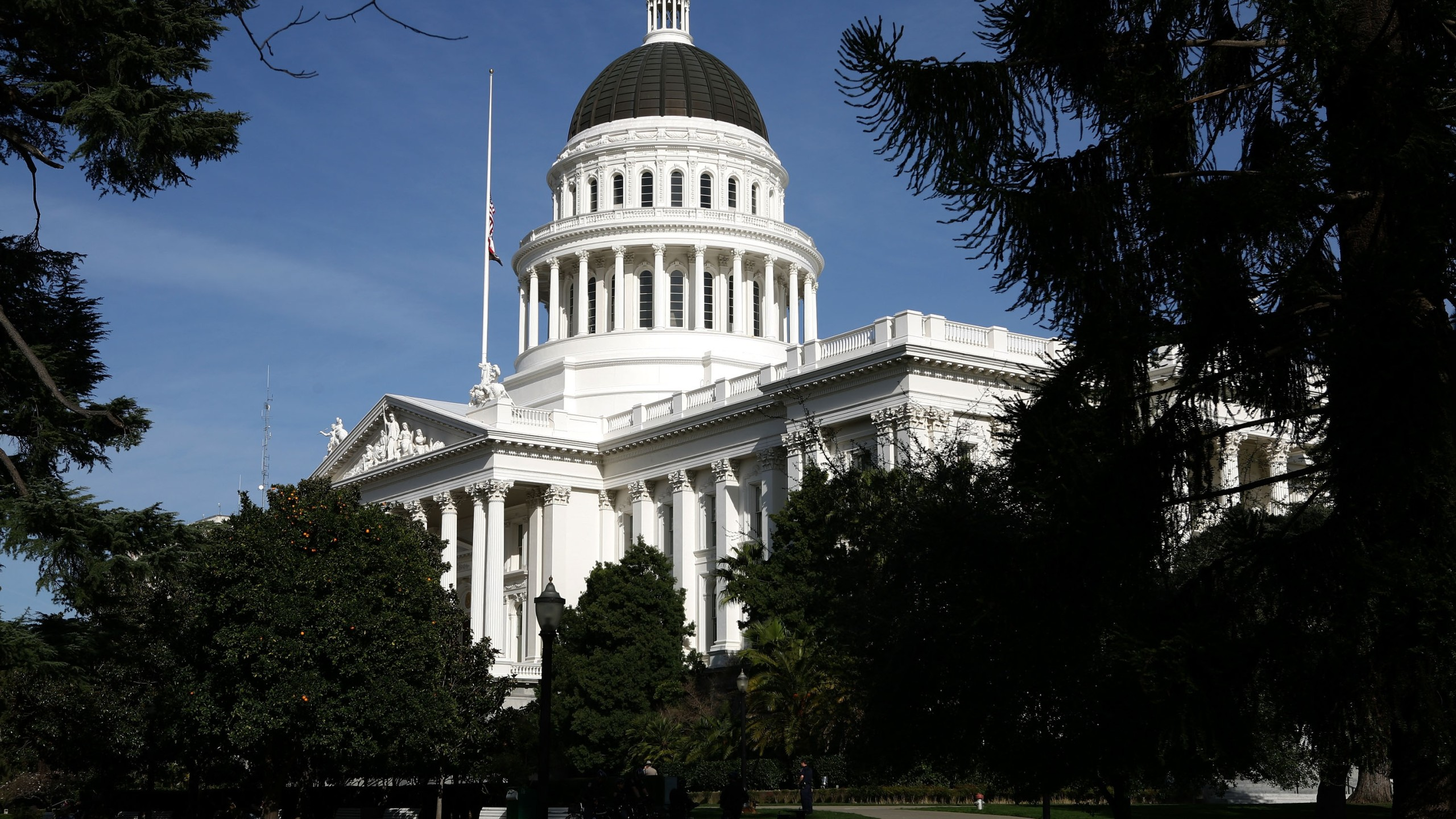 The California State Capitol in Sacramento is seen on Feb. 19, 2009. (Credit: Justin Sullivan / Getty Images)