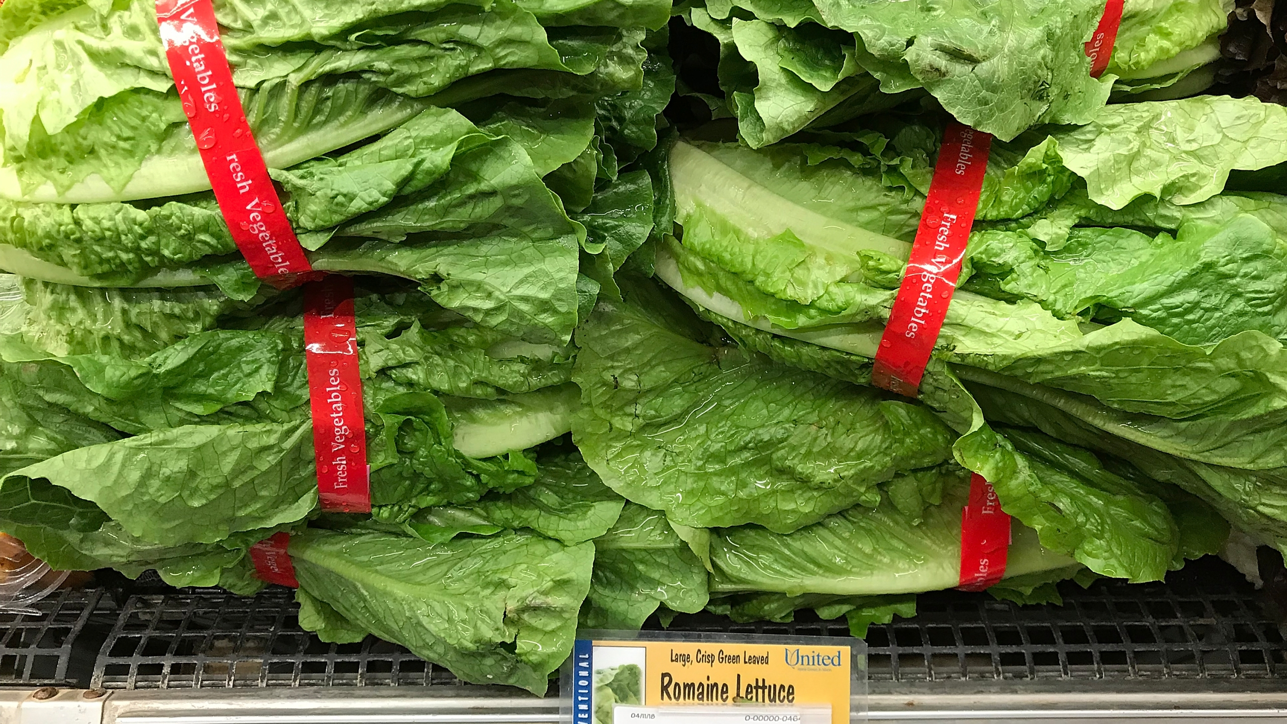 Romaine lettuce is displayed on a shelf at a supermarket in San Rafael on April 23, 2018. (Credit: Justin Sullivan / Getty Images)